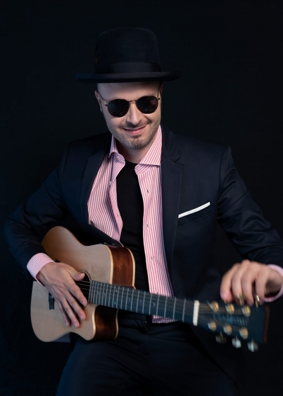 """GIULIO WILSON CANTA PER LA CONTRADA LA MADONNINA 7, 8, 9 MARZO con il brano dal titolo """"Il Miccio Spacca"""""""