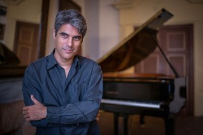 Il pianista argentino Gustavo Gini presenta