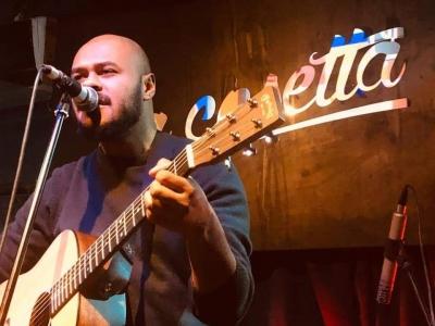 CLAVDIO, il cantautore amato dalla nuova scena indie parla dell'uso dei social