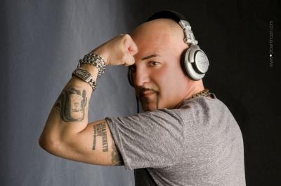 STASERA IN PRIMA SERATA SU RETE 4 DJ ANICETO OSPITE DI CHIAMBRETTI ALLA REPUBBLICA DELLE DONNE.