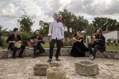 Raiz & Radicanto chiudono la Rassegna IZimbra Music Fest dedicata alla contaminazione e condivisione di tradizioni popolari e culture del sud del mediterraneo