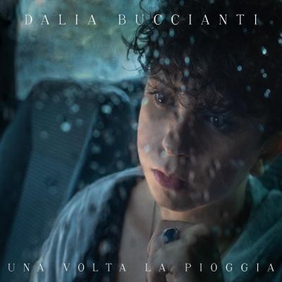 """Dalia Buccianti """"Una volta la pioggia"""" è il nuovo singolo della giovane cantautrice toscana"""