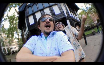 """Calafrocampano e Raina tanta energia positiva nello street video del brano """"HAPPY"""""""