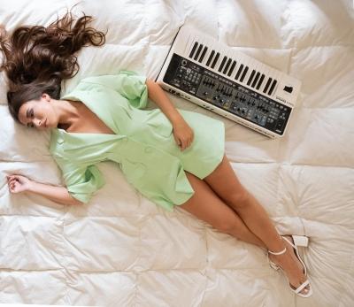 FLORA: in uscita il nuovo singolo SERENITÀ. Il pop della cantautrice romana racconta la bellezza  nel dare un significato alle piccole cose