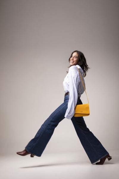 """chiamamifaro: Angelica dà il nome alla borsa green e cruelty free in """"corn leather"""" di Miomojo"""